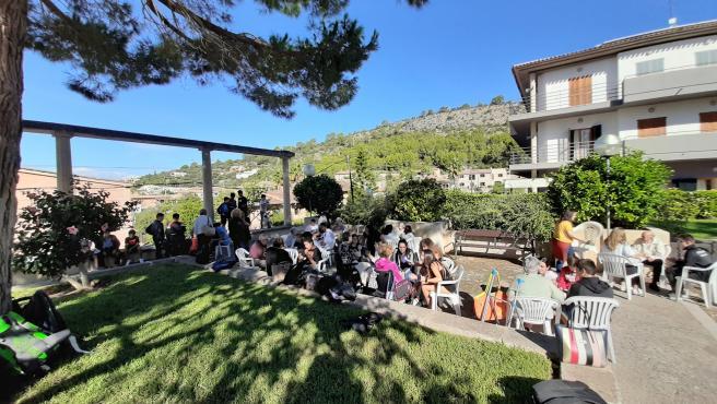 Celebración de encuentros intergeneracionales que se llevan a cabo en la Residencia de gente mayor de Calvià y en la que participan alumnos del municipio