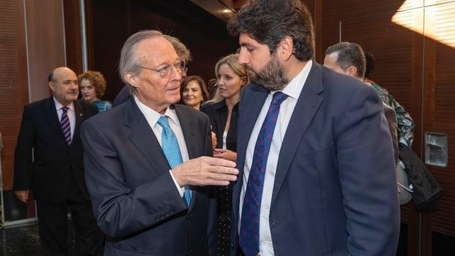 El presidente de la Comunidad, Fernando López Miras, junto al exministro Josep Piqué