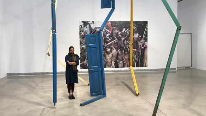 La artista Sheela Gowda en su muestra en Bombas Gens