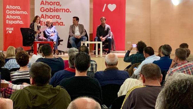 La ministra de Sanidad, María Luisa Carcedo, interviene en una assamblea socialista en Mieres.