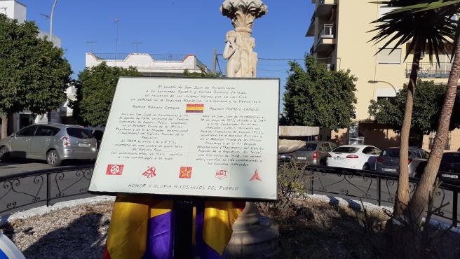 Paño de azulejos inistalado en memoria de Agustín y Ramón Moreno Campos