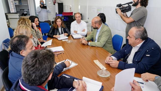 Reunión de la alcaldesa Ana Belén Castejón con los vecinos de Los Urrutias para hablar sobre las ayudas por las inundaciones
