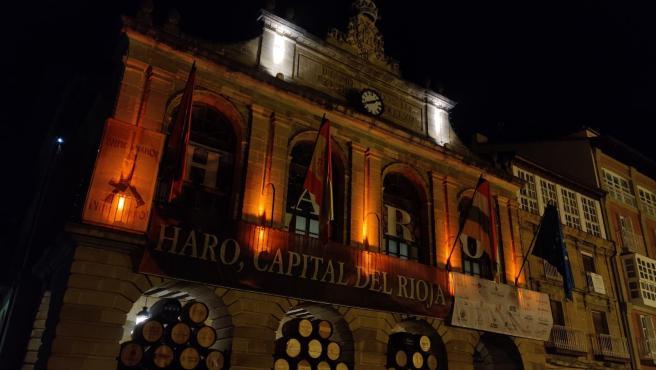 El Ayuntamiento de Haro se ilumina de naranja por el día del TDAH