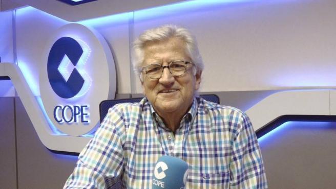 Pepe Domingo Castaño, en los estudios de la Cadena COPE.