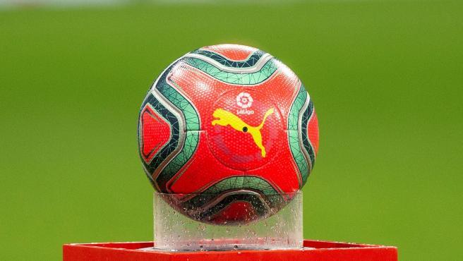 El nuevo balón 'Pink Alert' de LaLiga y Puma.