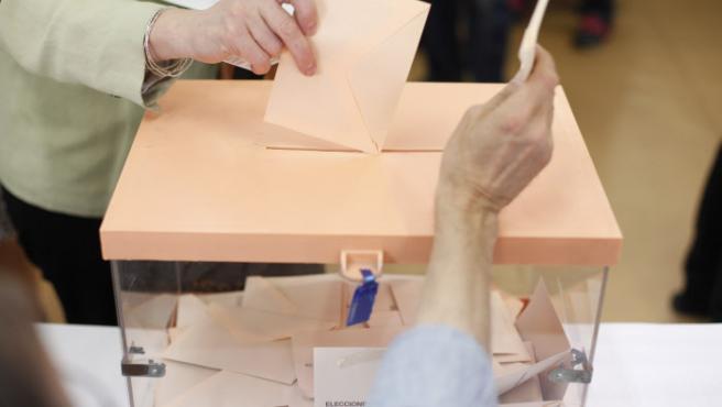 Urna para votar en las elecciones generales.