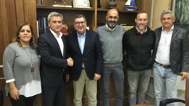 El alcalde de Vélez-Málaga, Antonio Moreno Ferrer; el concejal de Infraestructuras y Agua, Juan A. García, el concejal de Contratación, David Vilches, y la teniente de alcalde de Almayate, Belén Zapata