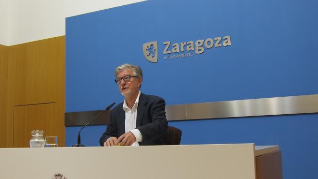 El portavoz de ZeC en el Ayuntamiento de Zaragoza, Pedro Santisteve.