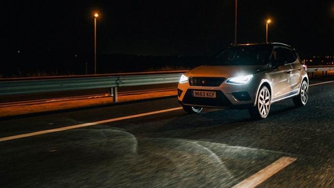 La opción 'Auto' contribuye a una conducción más confortable, ya que activa las luces de cruce automáticamente.
