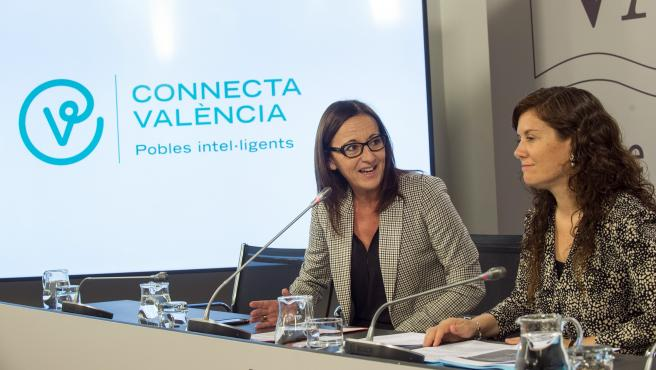Mª Josep Amigó i Mentxu Balaguer en la presentación de las ayudas de smart cities