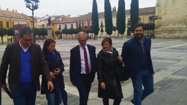 Casas (I), Seijó, Guirao, Aldea y Santiago tras visitar la Catedral palentina.