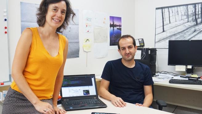 Los investigadores Marta Sala y Roger Guimerà de la URV