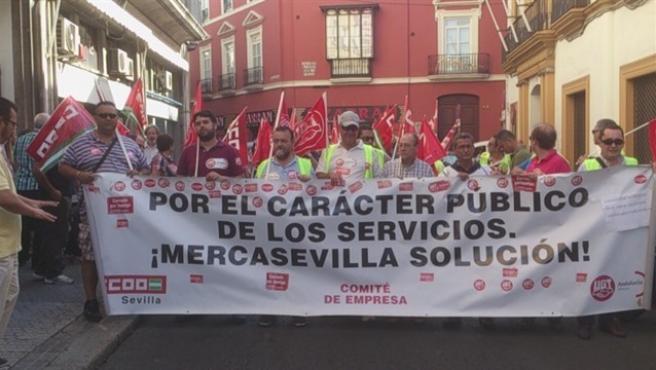 Marcha en defensa de Mercasevilla durante los años conflictivos de la empresa