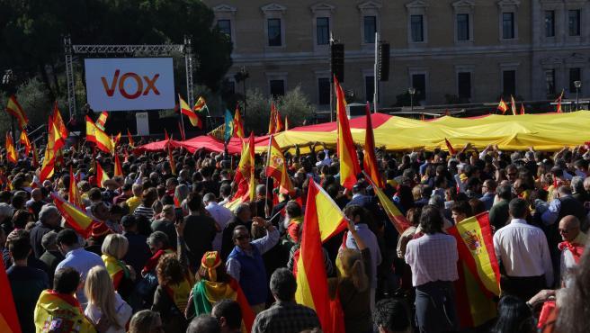 Asistentes a la concentración para defender 'La Unidad de España, el orden constitucional y la convivencia nacional' organizada por Vox