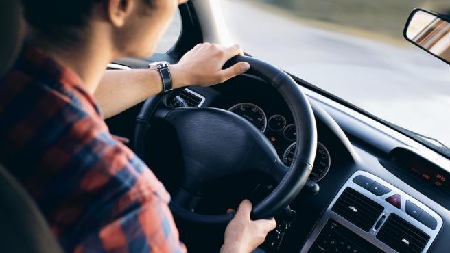 En caso de urgencia el conductor puede utilizar tanto señales acústicas como luminosas.