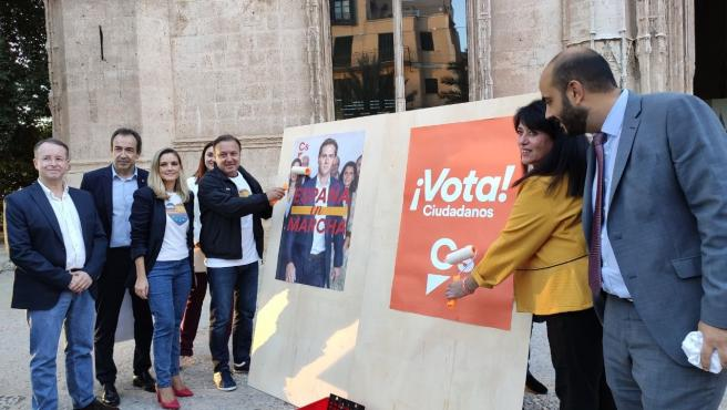 El Candidato De Ciudadanos (Cs) Al Congreso Por Baleares, Joan Mesquida, En La Pegada De Carteles Con Motivo Del Inicio De Campaña