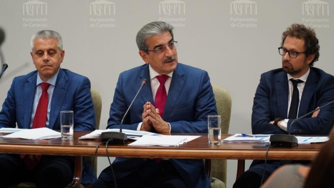 El consejero de Hacienda del Gobierno de Canarias, Román Rodríguez, en la presentación de los presupuestos de la Comunidad Autónoma