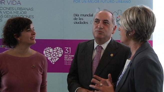 El consejeto vasco de Medio Ambiente, Planificación Territorial y Vivienda, Iñaki Arriola, surante la inauguración del 'Día Mundial de las Ciudades'