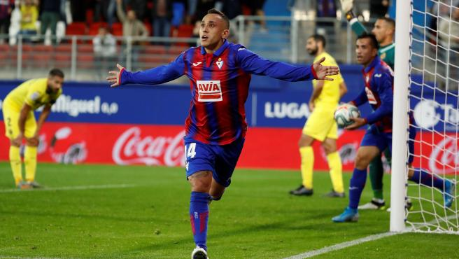 Orellana celebra su gol en el Eibar - Villarreal.