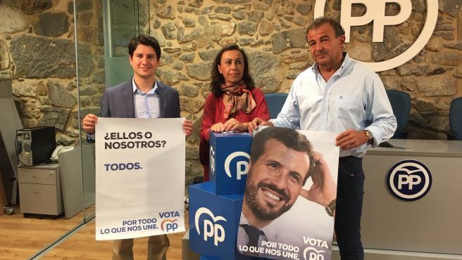 Imagen de los tres candidatos este jueves en Vigo.