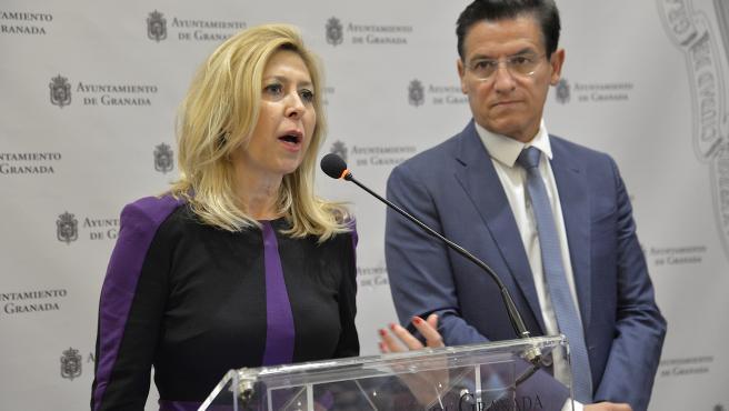 La concejal de Medio Ambiente, Pepa Rubia, y el alcalde de Granada, Luis Salvador