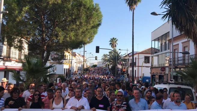 Manifestación de vecinos de Aznalcóllar por la reactivación del proyecto minero