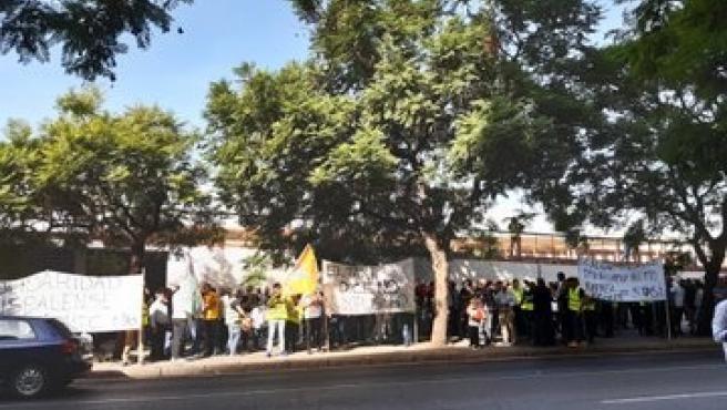 Protesta de taxistas ante la Junta