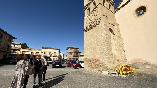 Responsables de Cs visitan la antigua iglesia mudéjar de Villanueva de Gállego y el entorno de su torre.