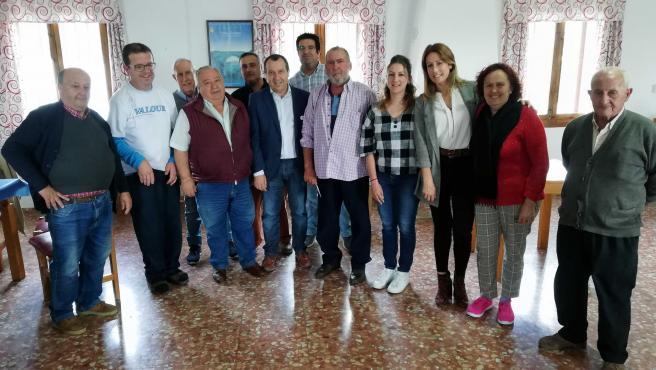 Ruiz Espejo reunido con mayores en Villanueva de la Concepción