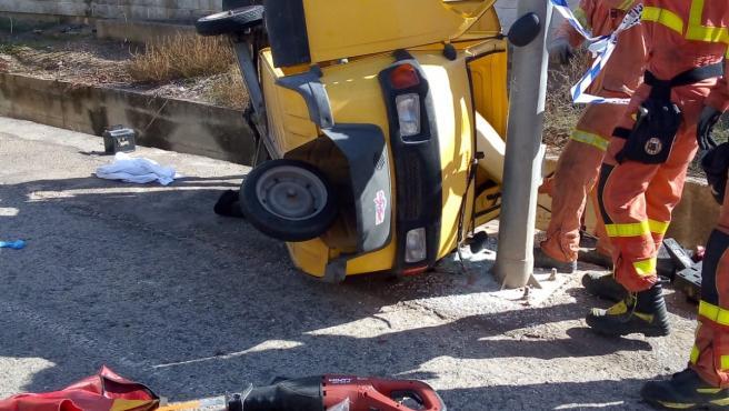 Vehículo volcado en Carcaixent