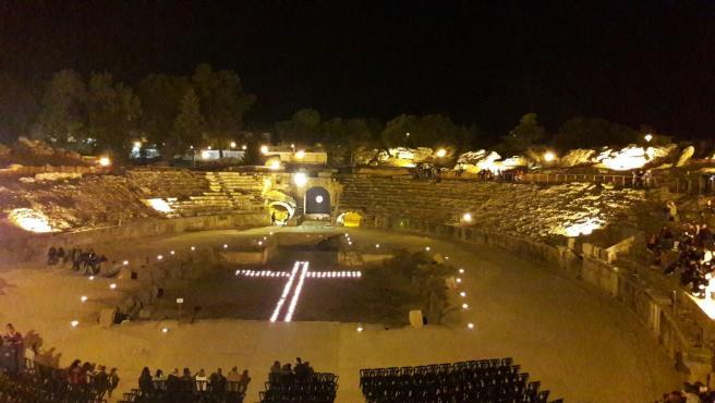 Vía crucis en el anfiteatro romano de Mérida