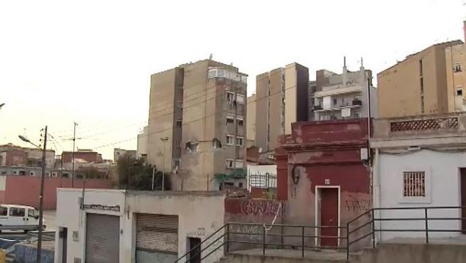 El alcalde de Badalona (Barcelona), Álex Pastor, ha anunciado este sábado de que derrumbará el edificio del barrio de La Salut que se encuentra en mal estado y del que se ha evacuado a las familias.