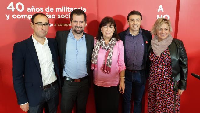 Cristina Narbona (centro) junto a los socialistas David Serrada, Luis Tudanca, Fernando Pablos y Elena Diego, de izquierda a derecha, en Salamanca