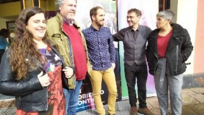 Juan Carlos Monedero junto a dirigentes cántabros de Unidas Podemos en un acto electoral en Torrelavega