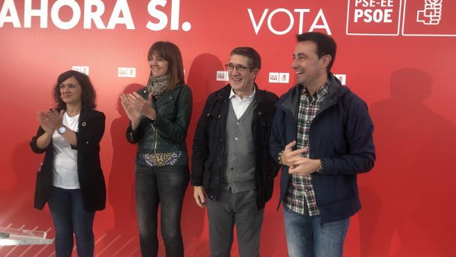 La secretaria general del PSE-EE, Idoia mendia, con los candidatos Patxi López y María Guijarro, y el secretario general de los socialistas vizcaínos, Mikel Torres, en un acto electoral en Barakaldo