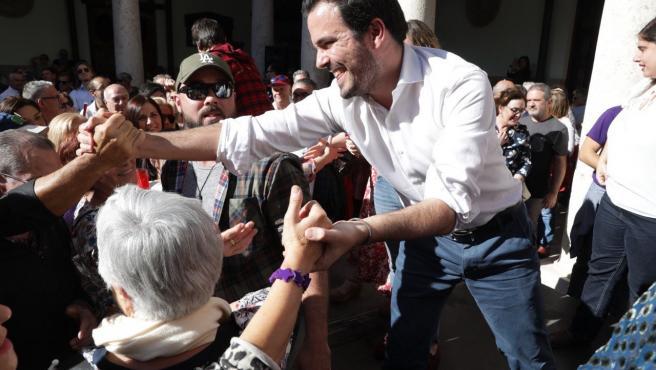 El coordinador federal de IU en un acto electoral en La Nau