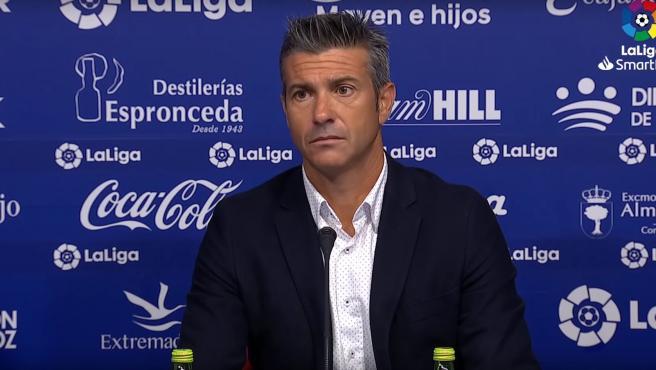 El entrenador del Girona, José Luis Martí, durante la rueda de prensa en el campo del Extremadura