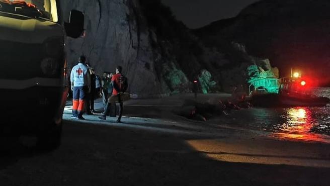 Operativo de la Cruz Roja de Xàbia para el rescate de 21 personas en la cova del Llop Marí.