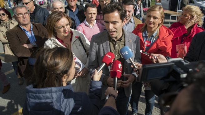 Pedro Casares, candidato del PSOE el 10N, hace declaraciones a los medios de comunicación
