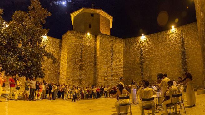 Concierto junto al castillo de Lucena