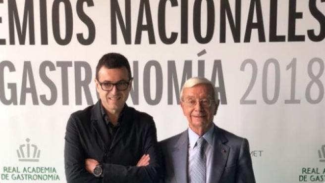 El xef valencià Ricard Camarena (esquerra) rep el Premi Nacional de Gastronomia com a Millor Cap de Cuina 2018, que atorga la Real Acadèmia de Gastronomia