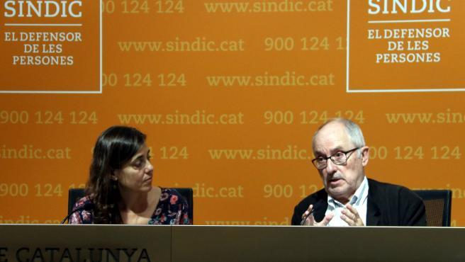 Rueda de prensa del Síndic de Greuges con Rafael Ribó y la adjunta por los derechos de los infantes, Maria Jesús Larios.