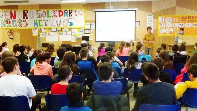 Foto de archivo de las Jornadas de Seguridad Vial del Tranvía de Zaragoza en los colegios e institutos.
