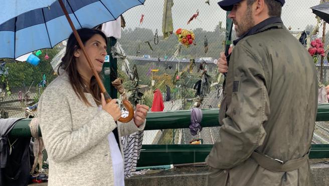 La candidata de Cs al Congerso por A Coruña, María Vilas, y el eurodiputado de Ciudadanos, José Ramón Bauzá, en la zona del accidente del Alvia