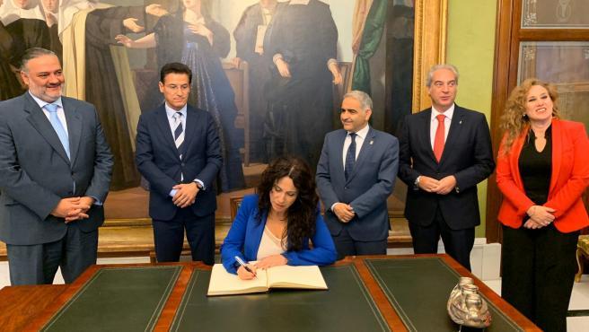 La consejera de Igualdad, Políticas Sociales y Conciliación, Rocío Ruiz, en el Ayuntamiento de Granada
