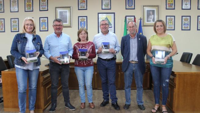 La Mancomunidad Axarquía y la Fundación Cueva de Nerja financian un libro sobre la geología de la comarca
