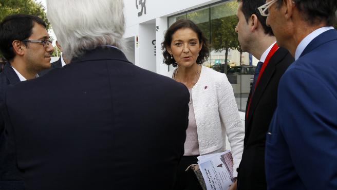La ministra de Turismo en funciones, Reyes Maroto a su llegada a la reunión con trabajadores afectados por la quiebra de Thomas Cook, en la sede de Thomas Cook, en Palma de Mallorca (España), a 18 de octubre de 2019.
