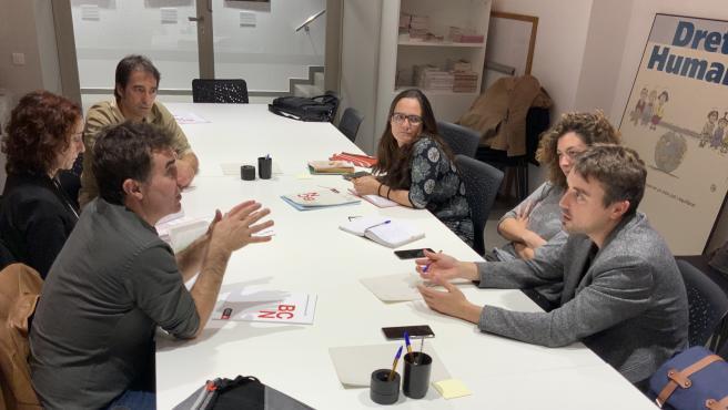 Reunión de represetantes del Gobierno foral junto a miembros de los recursos de acogida de Barcelona para migrantes y refugiados