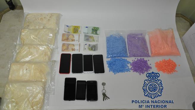 Sustancias y efectos ocupados a los cuatro detenidos en Burgos.