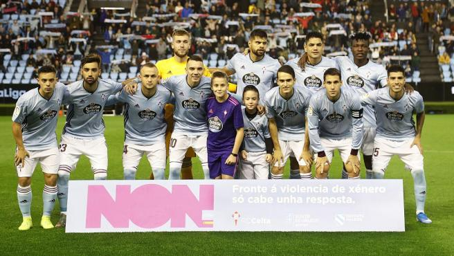 Once del Celta de Vigo ante el Getafe con la pancarta contra la violencia de género.